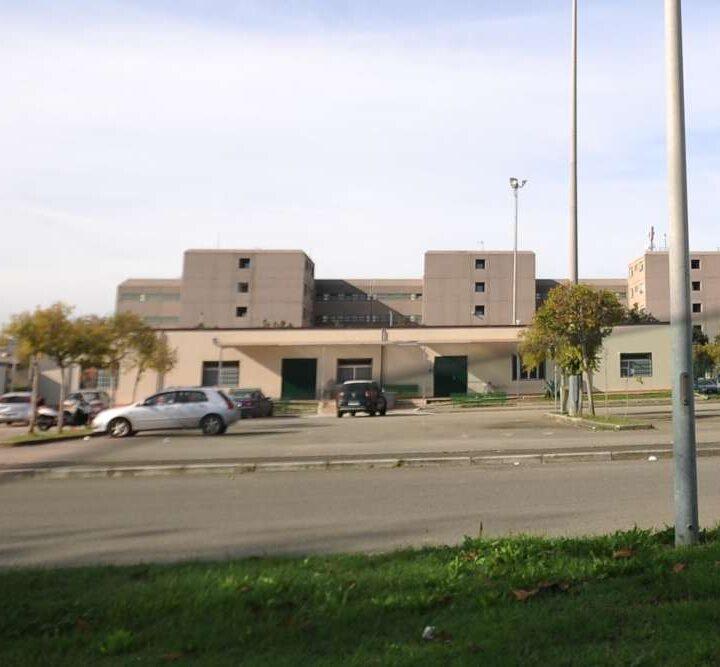 Carinola, in carcere per la messa con nove cellulari per i detenuti: arrestato sarcerdote