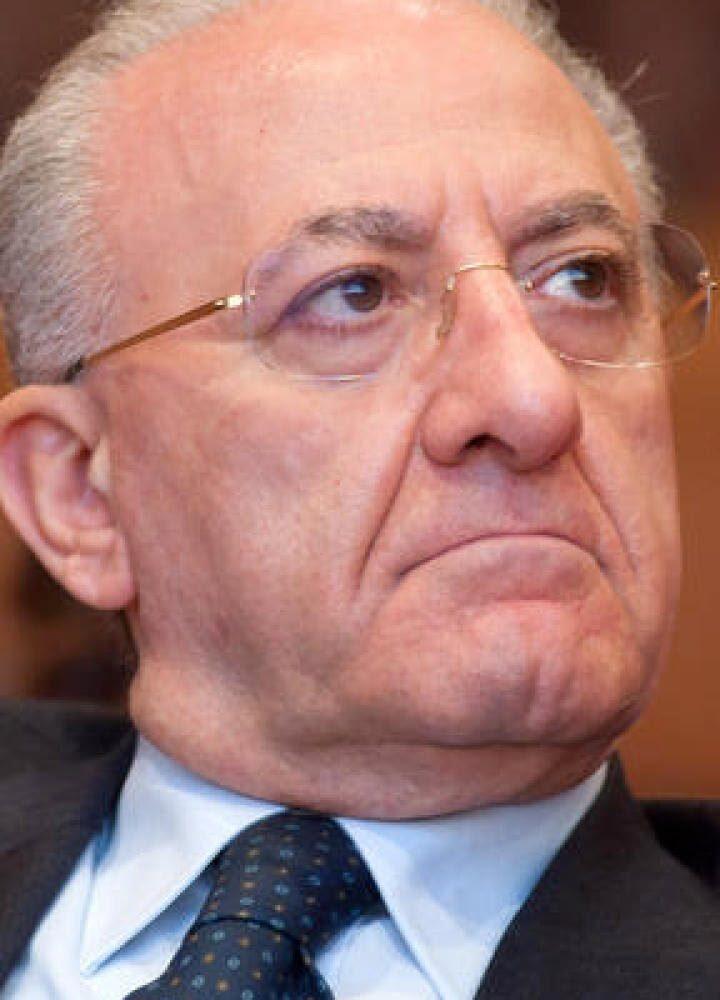 """L'appello di De Luca contro la folle movida in Campania: """"C'è bisogno del rispetto delle regole"""""""